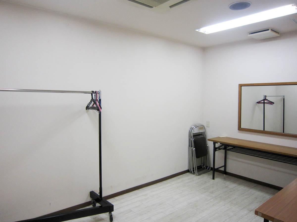 多目的ホール 控室1
